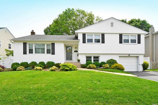 This unique Bob Hill Style Split Checks Every Box for MOVE IN READY buyers. LOW TAXES! Immaculate & Light Drenched 3 Bedroom, 2.5 Bath Mid-Block House features GAS HEAT, a 1 Car Att Garage, Finished Basement w/laundry room & Storage, Skylight in Bathroom, Tray Ceiling in Master w/Master Bath & Walk In Closet, Crown Moldings, Wood Burning Fireplace in Den, 200 amp electric, IGS, Large 2 Tier Deck Overlooking Lush, Green Backyard. Updated Utilities, Bathrooms, Den, This home wont last!!!