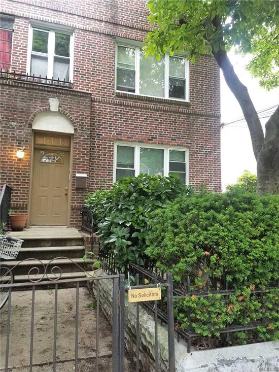 Light And Bright Diamond 3 Bedroom Apt. Wood Floors And Raised Panel Doors Throughout. Updated Kitchen And Bath. Conveniently Located 3 Blocks From N Train (20 Mins Into Mid-Town Manhattan), 10 Mins Away From Long Island City, Near Ditmars Shopping, Restaurants And Night Life. Excellent Location