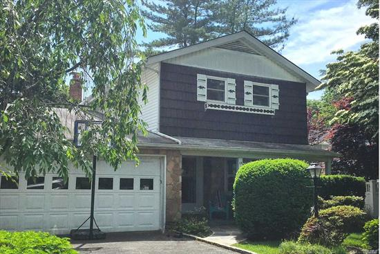 Desirable Soundview Splanch with open floor plan and many extras. Conveniet to Shopping, Park & Pool. Private yard with brick patio. New pilot commuter shuttle to LIRR from Soundview during AM/PM peak train times.