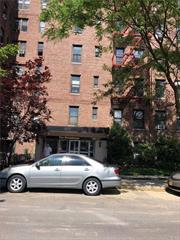 Spacious One Bedroom Apartment In Briarwood, Hardwood Floors, Low Maintenance Costs. Great Location. Close To Subway, Buses Shopping Areas, Banks And Restaurants.