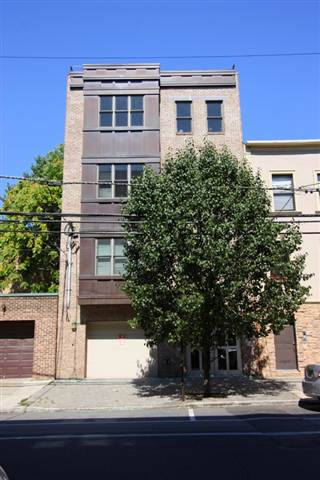 Fantastic 1 Bedroom Condo with terrace & garage parking! Features hardwood floors, stainless steel appliances, Washer/Dryer in unit. Great downtown location close to parks, transportation and shopping.
