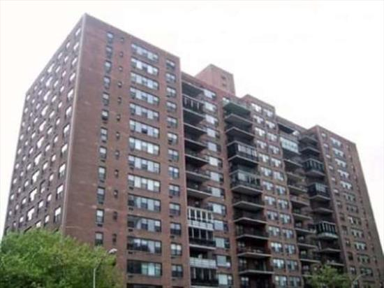 Nyc Commuter'S Dream In Highly Sought-After St Johns Condominiums. 1Br, 1 Bath On 11Th Floor Of 16-Story Hi-Rise Bldg. Open Lr/Dr Combo Area With Great Panoramic Western Views. On-Site Parking & Health Club For Nominal Fee. Modern Kitchen, Ceramic Tiled Bathroom, Mirrored Lr Wall, 2 Relaxing Fishponds. 3-4 Blocks To Journal Square Path Trains, 15 Minutes To Nyc. Bus At Corner To Nyc Midtown Bus Terminal.