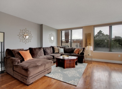 Urban living at the Hudson View on coveted Park Avenue, situated on the Weehawken/Union City border. Welcome to this bright and spacious corner home with an open layout and tons of windows. This 1200+sf home features 2brs (one master en-suite), 2 full bathrooms (both upgraded with glass shower door enclosures), W/D in unit, HWD floors, ample closet space with custom closet fixtures, custom blinds throughout (remote controlled in the LR/DR) and deeded garage parking included, additional parking space may be available for rent. Modern kitchen with maple cabinetry, modern glass mosaic backsplash, stainless steel appliances & granite counters. This newer building boasts concrete and steel construction, 2 elevators, an exercise room. It's a commuter's dream, just 12 minutes to NYC. Bus stop to Midtown Manhattan or PATH is just outside the lobby doors. Convenient to shops, parks, dining, and 2 short blocks to Blvd East and the waterfront walkway overlooking NYC along the Gold Coast.