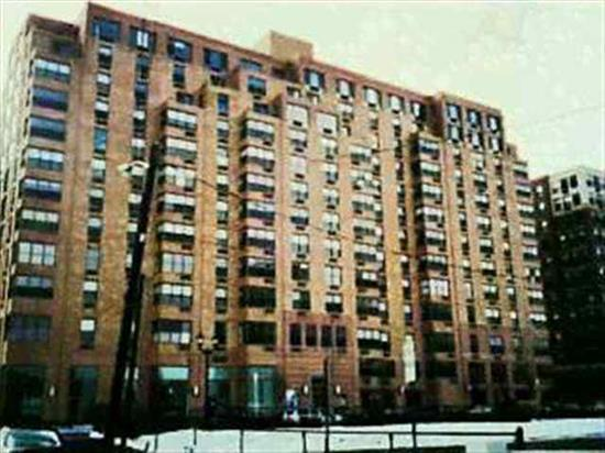 Split Bedroom Floor Plan/Private Balcony/Views Of Empire State Building Luxury Full Service Bldg. Easy Nyc Access By Bus Or Ferry At Doorstep. Marina, Shops, Pool, Private Gym Incl. In Mt Fee. Parking Avail 225 Mo Onsite. All Offers Thru L.B. W/Preqaul Letter.
