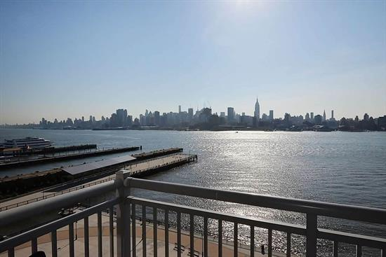 Exquisite 1915 Sqft 2Br+Den Located On The North East Corner. The Entire North East Exposure Is Windows Allowing For Views From Midtown To The George Washington Bridge. Living Doesn'T Get Any Better W Open Style Chef'S Kitchen Featuring Granite Counters, Breakfast Bar, Ss Appliances & Custom Cabinets. Finally The Living Space You Deserve. Large Separate Living & Dining Area. Master Bedroom Easily Fits A King Size Bed. Community Features 24 Hr Concierge, 2 Pools, 2 Gyms And More.. Parking Included