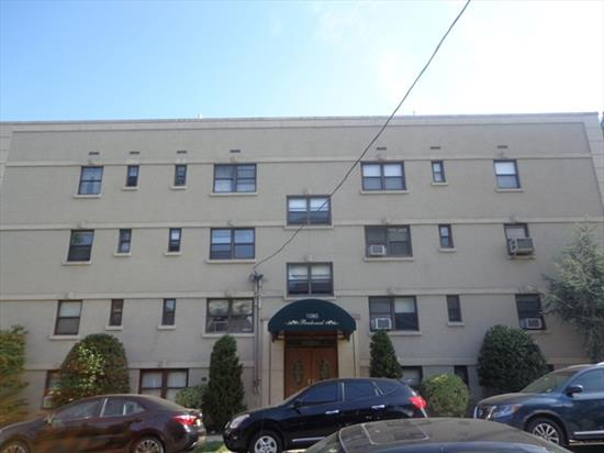 Take Advantage In Owning This Affordable Parkview Uptown Condo Studio Unit, Ready For Occupancy. Enjoy The Bright Airy View Located Across From H.C Park. Near 45Th St Light Rail Sta., Nyc Bus Transp.