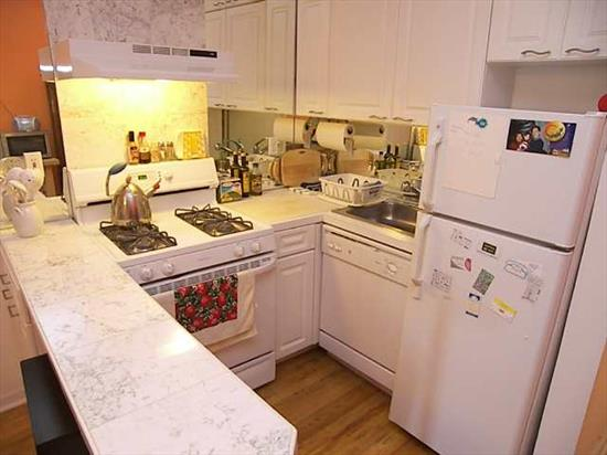 Great Location! Right In The Heart Of Downtown Jersey City. Wonderful 2 Br / 1 Bth Condo Featuring Updated Appliances, H/W Floors Throughout, Storgae Space, & W/D Room. Unit Is Completed By A Fantastic Deck, Perfect For Outside Dining! Close To Resteraunts, Parks & Path Train!