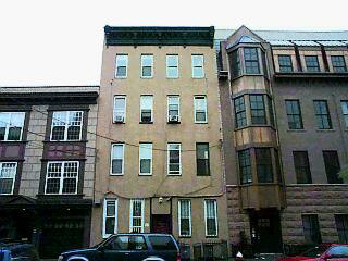 Versatile 4 Room Condo Downtown, Use As 1 Br W Den Or Office, Or 2 Br. Heat And Hot Water Included In Maint Fee. Easy To Show, Present All Offers. Unit Is Vacant. Common Backyard.