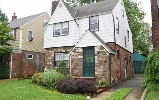 Chambers Stove!  Quiet block. Great location, close to shopping and transportation, best schools.