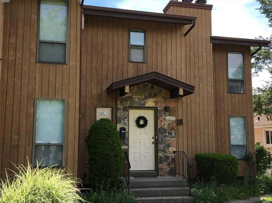 Two Bedroom Duplex Apartment on Quiet Street with Garage. Near Manorhaven Community Park, Beach and Pool.