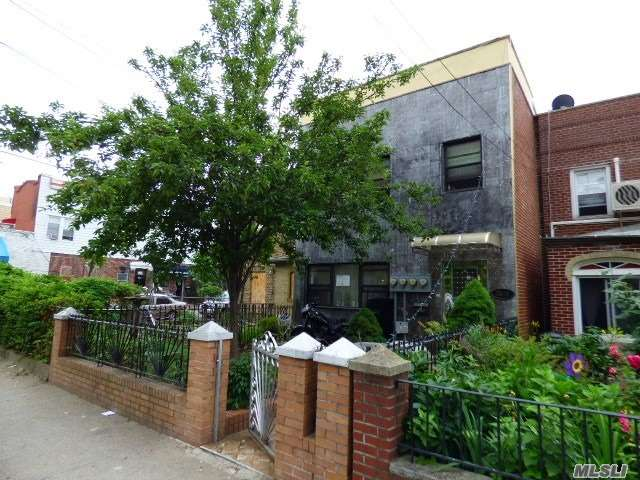 Prime Location, Very close to N/W Trains (Ditmars Blvd Station) & Close to all Shopping, Supermarkets, Restaurants, Cafes, Post Office, Laundromats etc. Minutes from Astoria Park. 3 Family features 7 bedrooms, 5 full baths, 3 kitchens, 3 living rms, 3 dining rms, private driveway, washer & dryer, dishwasher