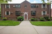 Mint 3 bedroom co-op converted to a 2 bedroom. 1st floor unit, washer/dryer in unit