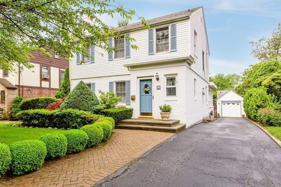 Conveniently located Brick and Shingle turn key home 0.7 miles to LIRR. Cuttermill Park at end of block. New Appliances, New Bath w Radiant heated floor. New Hot water Heater 2 Blocks to Northern Blvd. Very Quiet Street. Privacy Abounds in lovely Backyard. Great Neck Schools , Lakeville Elementary and Great Neck South High School. Access to Steppingstone Park on the Bay with pool and dock. Move right in to this Fantastic Home.
