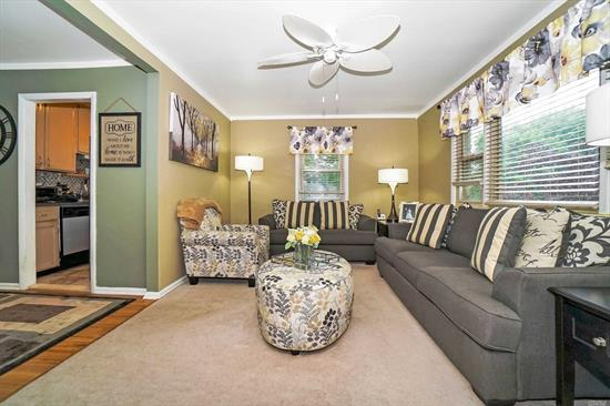 Beautiful Upper Unit 1 Bedroom, with updated kitchen, New Bathroom, Huge Custom Closet in Bedroom, Living room, Dining Room, and Deck, this unit comes with 2 parking spots. The Woodlands offers a pool, Laundry room and Rec Room! Maintenance of 903.88 includes taxes, common charges, heat, water, and sewer.