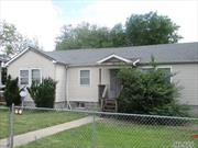 Cozy Ranch with 6 rooms 3 beds and 1 bath. North Babylon Schools. Close to shopping, transportation and major roadways.