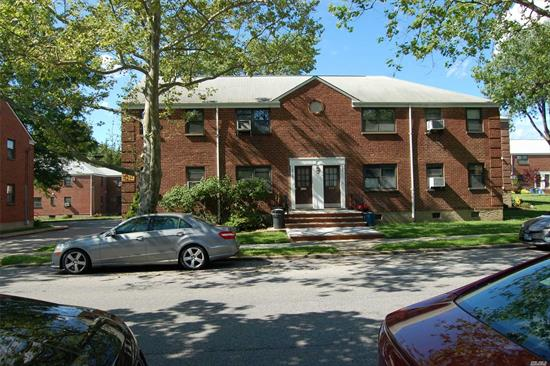 Move in renovated large 2 br in the best location of Whitestone.