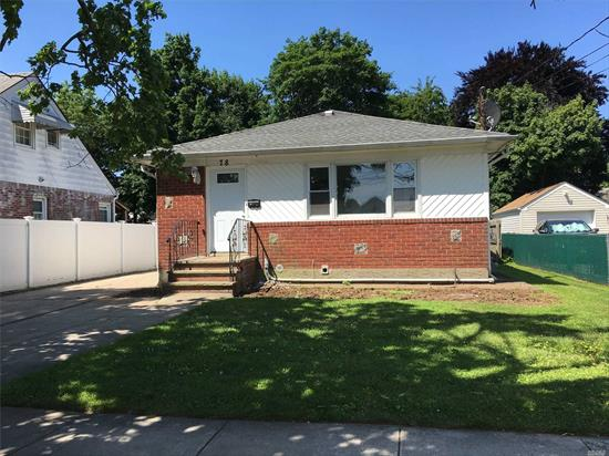 FULL HOUSE WITH 10 ROOMS IDEAL FOR LARGE FAMILY-Totally Renovated House with NewLY FINISHED Hard wood Floor, ALL New Appliances, freshly painted House, THREE full Bathrooms TWO w/Jacuzzi. -WALK to LIRR Station, BROADWAY MALL-CUL-DE-SAC, MANY MORE TO MENTIONS. COME AND SEE IT.