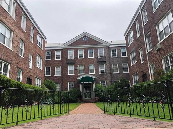 Magnificent 2BR Apartment In Elevator Bldg. Bright & Sunny, HW Floors, High Ceilings, Recessed Lighting. EIK W/Gas Stove, Dishwasher, Microwave, Great Closet Space. Close To RR, Shopping & Houses Of Worship.