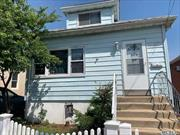 Nice starter House In The Five Towns, Cozy and Comfortable, Make This Your Home. Expansion Potential, Builders And Investors Are Welcome. Conveniently Located In The Nassau Queens Border, Minutes To Transportation. Major Highways, Easy Commute To NYC, Long Island And JFK Airport.
