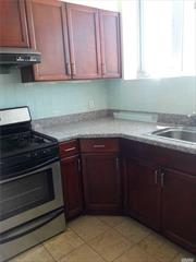 Confortable 4 bedrooms apartnment with 3 bathrooms, eating kitchen, balcony, washer and dryer. Near the train, Horace Harding Expwy, restaurants, mall and a lot more. Ready to move now. Heat and cold water included. Elevator building.