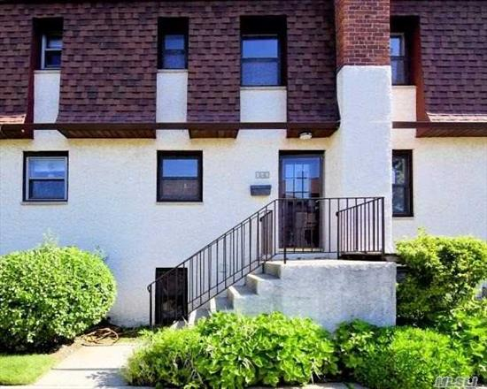 Move right in to this renovated Condo style home w/ 2 bedrooms, 1.5 bath. New kitchen w/ s/s appliances. New flooring, new carpet, fresh paint, etc. Centrally located to all. Don't miss this opportunity!