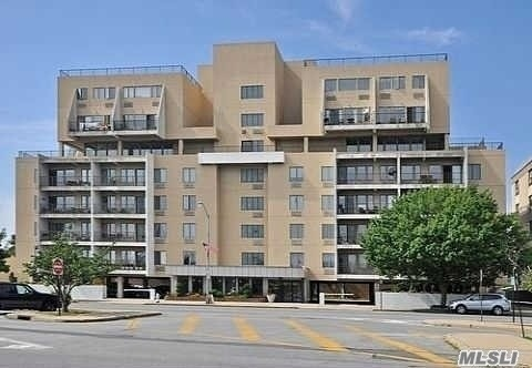 Furnished One Bedroom, One Bath Condo on the 4th floor with nice view of the bay. Kitchen, Living Room, Dining Area, Terrace, Washer/ Dryer In Unit. Hardwood Floors, Gym. Party room, roof top deck. 1 Parking Spot No Pets, Close to LIRR, restaurants, shopping and beach.