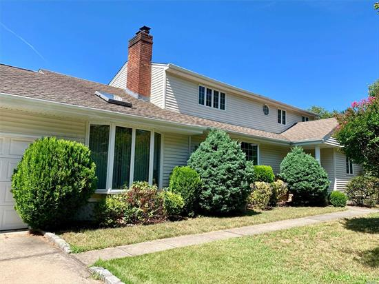 Lots of space and rooms, Hardwood Floors, Heating System, Cac, Vinyl Siding, Newer Roof, Wood Cabinets In Eik, Granite Counters, New French Doors Leading To Deck. Master On Main. Full Finished Basement