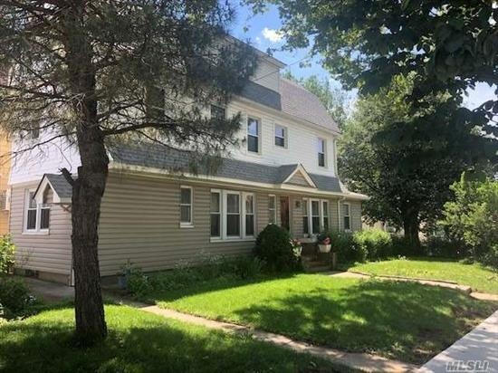 Lovely Detached Corner Colonial Home. House has mint hardwood floor on first and 2nd floors. New Windows, New Roof, New Siding. Natural woodwork, Bright and Sun filled. Needs some TLC. 2 Blocks to the J Train, 1 Block to Forest Park, Awesome location in the heart of N. Richmond Hill.
