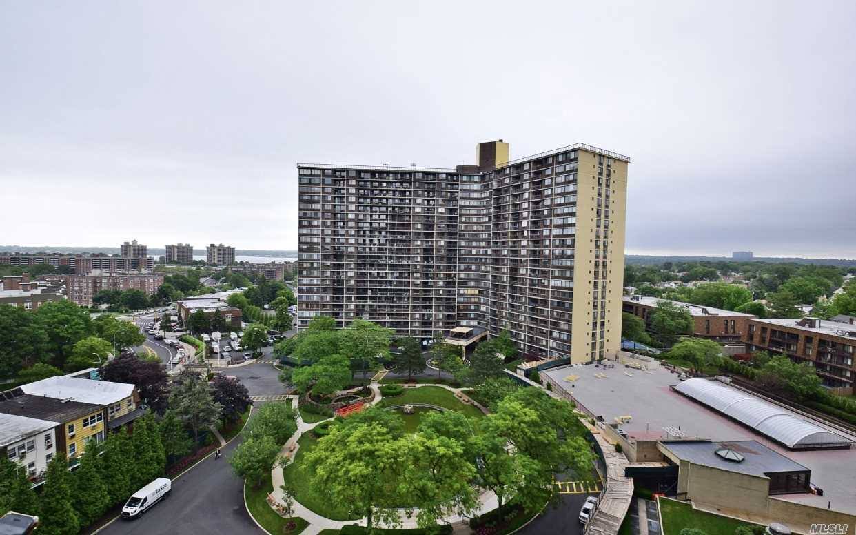 WOW. HARD TO FIND LARGEST 2 BR CORNER 2 BEDROOM W 30 FT LIVING ROOM AND FORMAL OVER SIZED DINING ROOM. RENOVATED TO MAX WITH DIRECT WATER AND POND VIEWS. APT IS VACANT AND PRICED BELOW MARKET. MOVE FAST AND TAKE ADVANTAGE OF THIS SPECIAL OPPORTUNITY.