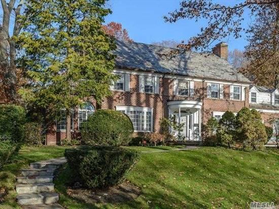 Stately, Brick Center Hall Colonial located on a beautiful tree-lined street in Munsey Park. Home boasts large rooms, renovated gourmet kitchen, 5 bedrooms, 5 baths, hardwood floors throughout. Convenient to all transportation, schools and shopping.