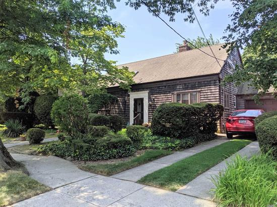 Huge 100 X 122.5 Property located in the heart of Weeks Woodland in Bayside.