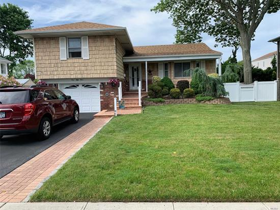 Spacious 3 bedroom Split mid block. 3 bedrooms 1.5 bathrooms large backyard. All new stainless steel appliances washer /dryer and boiler. New to market