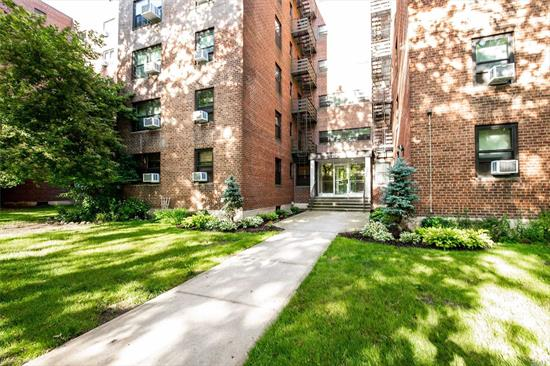 One Bedroom Co Op In Picturesque Windsor Park. Amenities Include Tennis Court, Olympic Size Pool, Indoor And Outdoor Parking. 24Hr Security, Storage And Laundry Rooms On Site. School District 26, Cunningham Park, Conveniently Located To All.