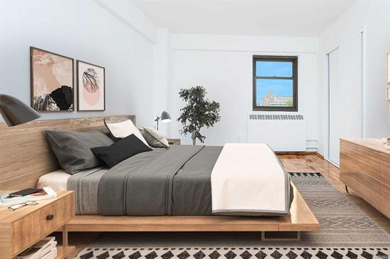 This spacious one bedroom, with oversized living room windows, overlooks the grounds of Queensview. Newly refinished floors and dining area plus king-sized bedroom and ample closet space. Queensview offers the best of both worlds, with an easy commute all while offering a green oasis within the hustle and bustle of Queens. Situated near all Astoria has to offer with its eclectic restaurants and vibrant community, Queensview's park-like grounds allow a respite after a long day.
