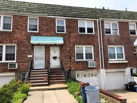 Flushing 3 br 1.5ba, Brick w gas heating. R32 zoned, Private driveway and 1 car garage. Hrdwd flooring under carpets. Ose to basement.Gas heat. Original condition in need of work. Hurry this Flushing home will not last!!!