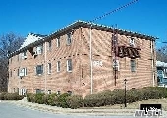 Laundry in building parking included, dining area, large rooms, freshly painted and new wall to wall