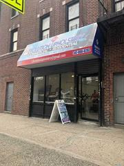 store for rent in the heart of Corona/Jackson Heights. It has 600 Square ft, bathroom. Great for any type of business. Can be seen from 10 am to 7 pm. Tienda para la renta in el corazon the Corona/Jackson Heights. Tiene 600 pies cuadrados, un bano. Excelente ubicacion para cualquier tipo de negocios. Se puede ver de 10an -7 pm.