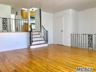 2 bedrooms 1.5 bathroom apartment with full finished basement at Little Neck, the best school district. 26 school district with P.S. 094, JHS 067 and Benjamin Cadozo High School. Walk to Long Island Island Railroad Station.