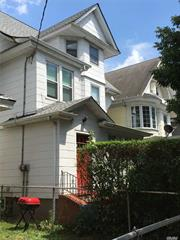 3 families in Woodhaven Manor .need some work , great for investor