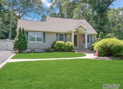 Turn Key Home/Beautiful Kitchen/Great Rm ( Poss Master Bdrm)/Radiant Heat Under Tile for EIK/Dining Area/Andersen Windows/200 Amp/Yng Cesspool/Yng Roof/Updated Heating System/Office downstairs can be made 3rd Bdrm/Super Clean !