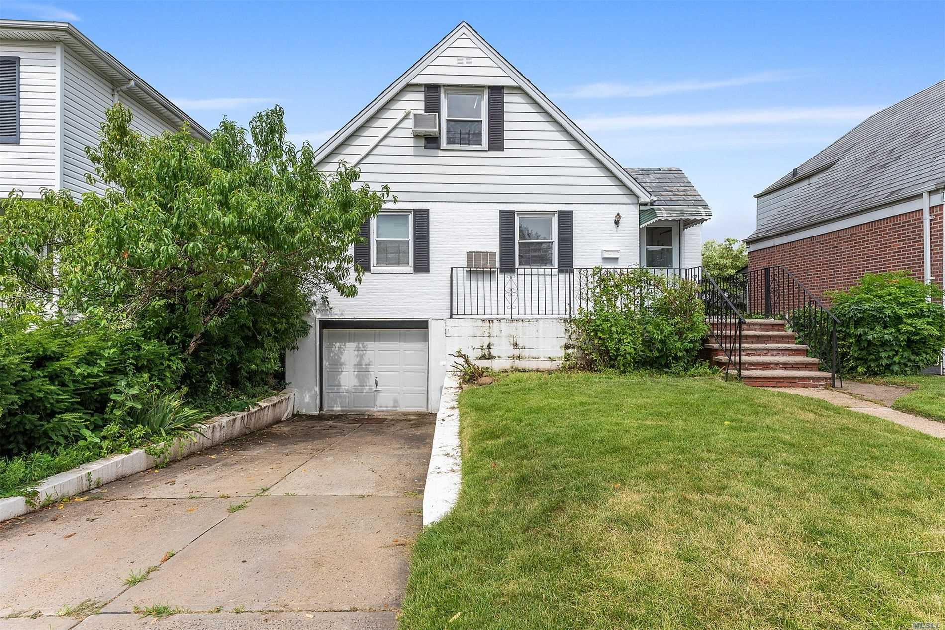 Moving in condition 1 family in the prime area of Fresh Meadow, 3 Bedroom 3 Full bath sitting on 40X100 lot with basement and garage, Must See!