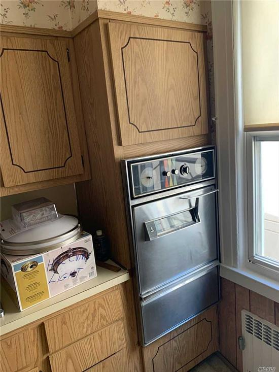 Spacious 2 Bedroom Apartment for Rent in Glendale. Features Living Room, Formal Dining Room, Kitchen, 1 Full Bathroom and 1 Garage Space. Hardwood Flooring Throughout. Heat and Water is Included. Close to Transportation and Shops