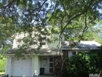 Spacious Split with 3 Bedrooms and 2 bath. East Islip schools. Close to Shopping, Transportation and Major roadways.