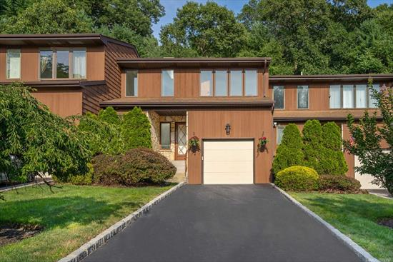 Northport Village Condo in Beautiful Woodbine Harbor Estates, Features Beautiful Custom Kitchen, Open Floor Plan, Large Dr and Lr w/ Walk Out Patio, Master Suite w/ New Walkout Deck. Walk to Village & Harbor. Must See!