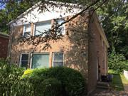 First Floor 3 Bedroom Apartment w/Shared Backyard. Close to Manorhaven Community Park, Beach and Pool.