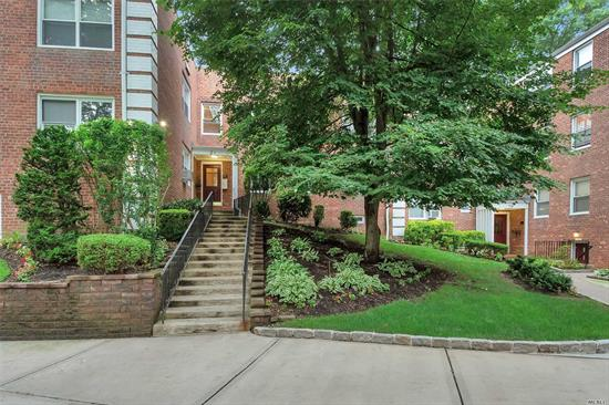Roslyn Heights. Beautiful Bright And Open 1st Floor Plan Unit In Roslyn Gardens. In Private Cul De Sac, Set Back, Featuring 2 Bedrooms and 1 Full Bath (Recently Updated), Wood Floors, Kitchen With Granite Counterops and Marble Backsplash, Spacious Living Room/Dining Room Combination, With Close Proximity To Shopping & Dining, Transportation, Parking & Much More. Laundry In Complex.