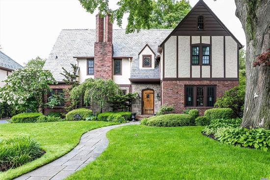 This Classic Bryn Mawr Colonial Was Meticulously Transformed And Remodeled In 2019. The Gleaming Walnut Hardwood Floors With Mahogany Inlays Sparkle In Every Room. The Grand Remodeled Chef's Kitchen With Oversized Island, Custom Cabinetry And Marble Countertops Opens Seamlessly To A Large Great Room With Fireplace. No Detail Was Spared By This High End Long Island Builder.