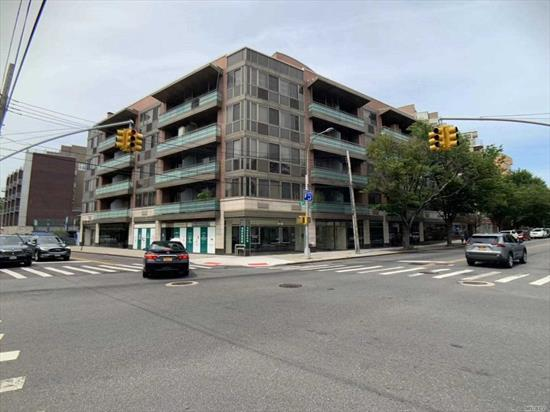 In Heart Of Flushing.3 Spacious Bedrooms And 2 Full Baths Inc Jacuzzi. Large Open Living Room Area, Big Terrace And Balcony. Walk-In Closets In All Bedrooms. Washer/Dryer In Unit. Close To Main Street 7 Train And All Major Local And Express Transportation.
