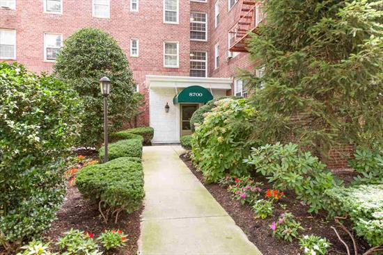 Come live in a great community that is pet friendly and has one of the easiest commutes to NYC. Woodcliff Gardens is a hidden gem on Blvd East in North Bergen right across the street from James Braddock Park. This is a one bedroom/one bath unit that needs some TLC with views of the Hudson River. If you are looking to start with a clean palate and adding your own personal style look no further - this is the unit for you. Amenities at this complex are a gym, pool jacuzzi, library and a community room. Don't pass up this property - make an appointment today.