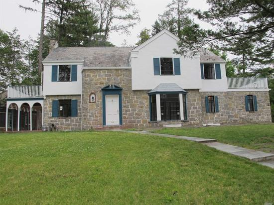 Strathmore Center Hall Colonial Sitting On A Widespread Lot Featuring Spacious Rooms On A Quiet Residential Street. Attached 2 Car Garage. Wonderful Property. Updated Interiors. New Heat, New Windows, New Appliances. Freshly Painted. Hardwood Floors. Central Air. Enjoy Parkwood Sports Comples - Pool, Tennis, Ice Skating. North Middle/High Schools